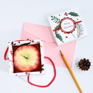 Small square cardboard gift box corrugated paper with rope for candy for kids wholesale