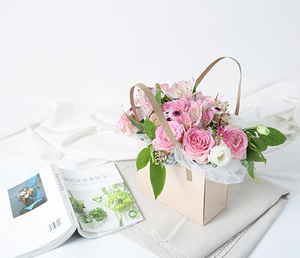 Kraft Paper Folding Mini Carrier Rose Flowers Packaging Box With Handle