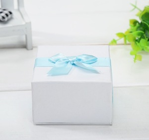 Ornaments customized gift box with ribbon