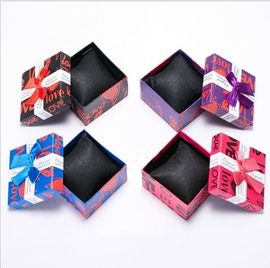 Wholesale Spot Square Pink Rigid Watch Box Non-woven Pillow Cover with Ribbon Jewelry Box