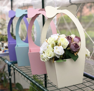 Custom trapezoidal shape foldable hanging florist bouquet portable paper basket fresh rose packaging flower box with handle