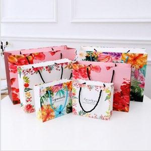 Popular luxury  wrapped paper  tropical flower firebird printing gift bag wedding handle paper gift bag